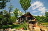 Wooden country house with beutiful garden — Foto de Stock