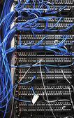 Nätverksroutrar server rum — Stockfoto