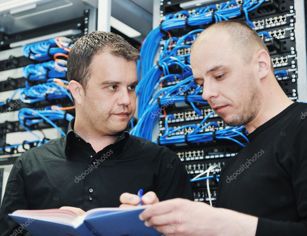 Young it engeneer in datacenter server room solving problems — Stock Photo #5550249