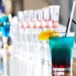 koktejlové nápoje v noční bar — Stock fotografie