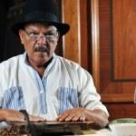 Man making luxury handmade cuban cigare — Stock Photo #5607023