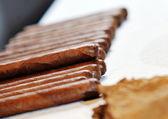 Man making luxury handmade cuban cigare — Stock Photo