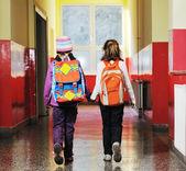 группа счастливые дети в школе — Стоковое фото