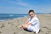 Gelukkig kind groep spelen op strand — Stockfoto