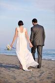 Boda romántica playa al atardecer — Stok fotoğraf