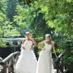 Beautiful bride outdoor — Stock Photo #6137320