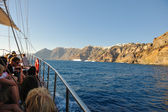 Santorini island coast with luxury yacht — Stock Photo