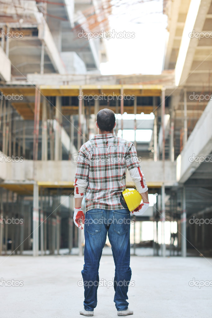 Handsome hard worker portrait at concstruction site — Stock Photo #6706940