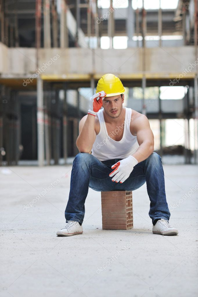 Handsome hard worker portrait at concstruction site — Stock Photo #6719500