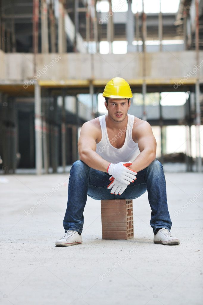 Handsome hard worker portrait at concstruction site — Stock Photo #6719561