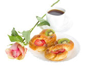 Rose and pastry — Stock Photo