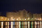 Gece şehir yansıma — Stok fotoğraf