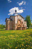 Muito velha igreja de tijolo — Foto Stock
