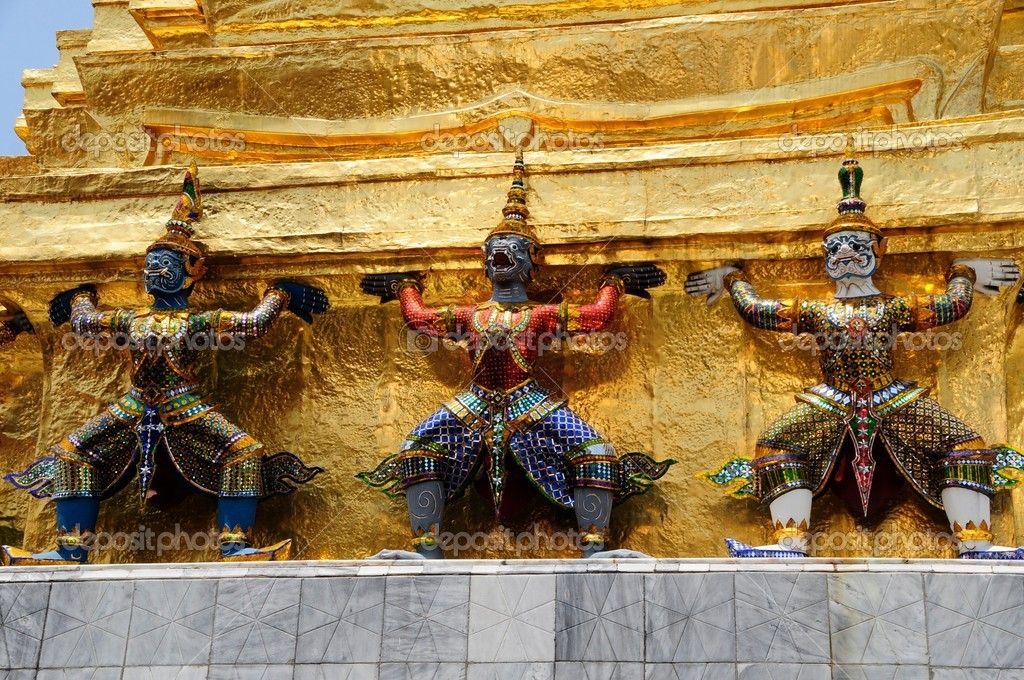 Demons protecting the pagoda in the Grand Palace in Thailand — Stock Photo #6736834