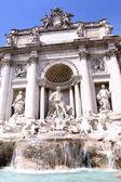 La fuente de trevi en roma, italia — Foto de Stock