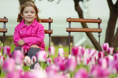 Young girl sitting in the park — Stock Photo