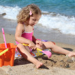 Little girl playing on the beach — Foto de Stock