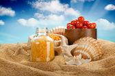 Spa mineraler på sand — Stockfoto