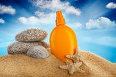 Sunbath - suntan oil — Stock Photo