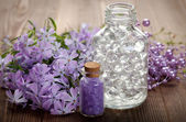 Aromatherapy and Spa - bath salt and flowers — Stock Photo