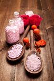 Sal de baño rosa para aromaterapia — Foto de Stock