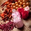Aromaterapi - pembe banyo tuzu ve topları — Stok fotoğraf