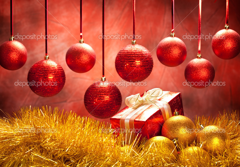 Balls and gift - christmas decoration — Stock Photo #6519484