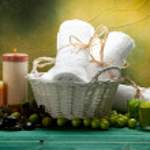 Towels and green bath salt — Stock Photo #6523922