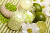 Aromatherapy - Flowers and lime bath salt — Zdjęcie stockowe