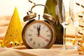 Anno nuovo - quadrante orologio e decorazioni — Foto Stock