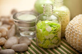Yeşil aromaterapi banyo tuzu — Stok fotoğraf