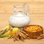 Corn flakes and wheats — Stock Photo #6564314