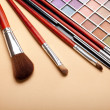 Make up brushes and eye shadows palette — 图库照片 #6663560