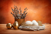 White and golden easter eggs — Stock Photo