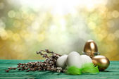 White and golden eggs — Stock Photo