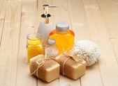 Sabun, banyo tuzu ve temel spa yağı — Stok fotoğraf