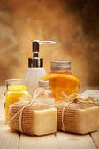 Tratamiento de spa - sal de baño y jabón — Foto de Stock