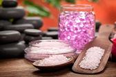 Leczenie uzdrowiskowe - różowy minerałów i kamieni czarny — Zdjęcie stockowe