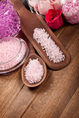 Pink bath salt for Spa and aromatherapy — Stock Photo