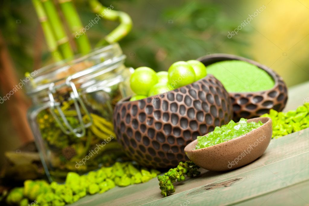 Green Spa - minerals for aromatherapy — Stock Photo #6702671