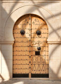 Traditional Tunisian front door — Stock Photo