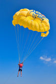 Yellow parachute — Stock Photo