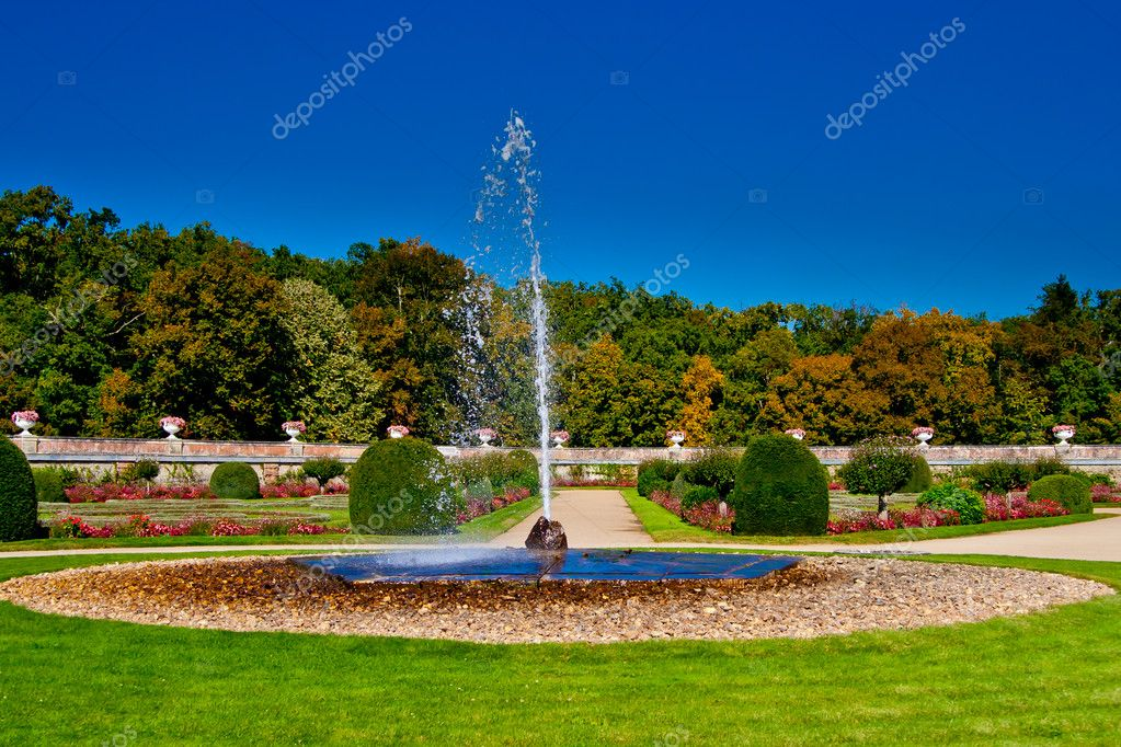 European fountain ( Chateau de Chenonceau). Paris, France — Stock Photo #6539321