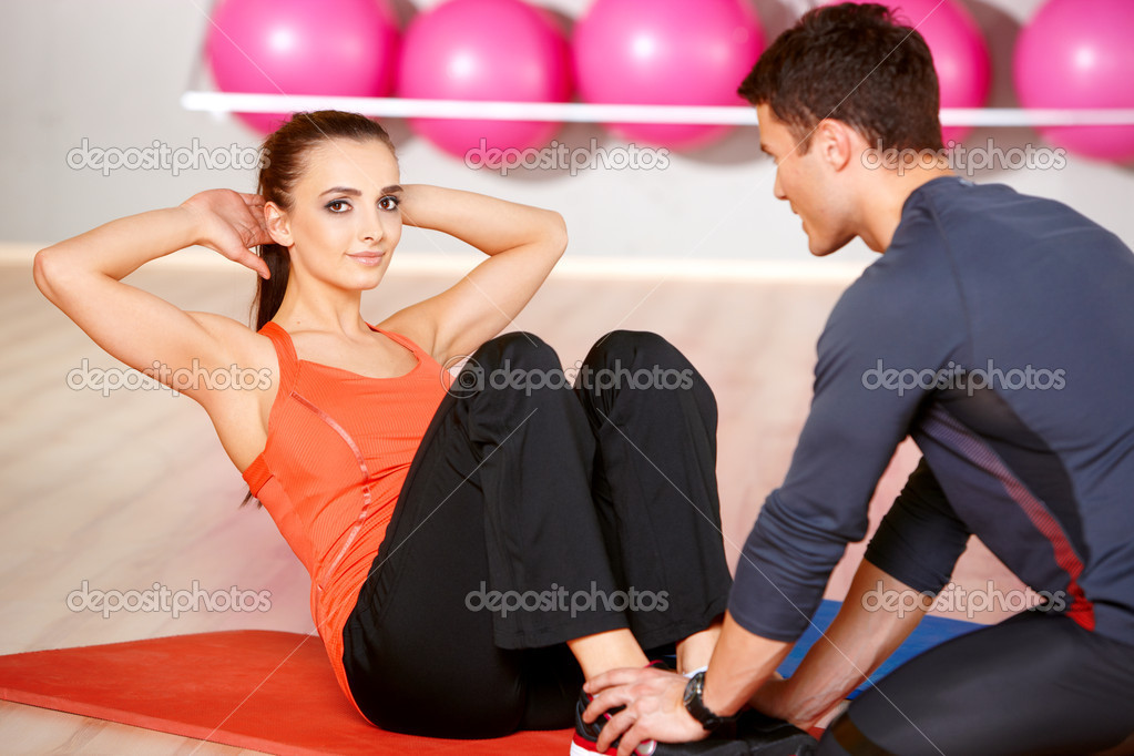 Sporty couple exercising at the fitness gym — Stock Photo #5420247