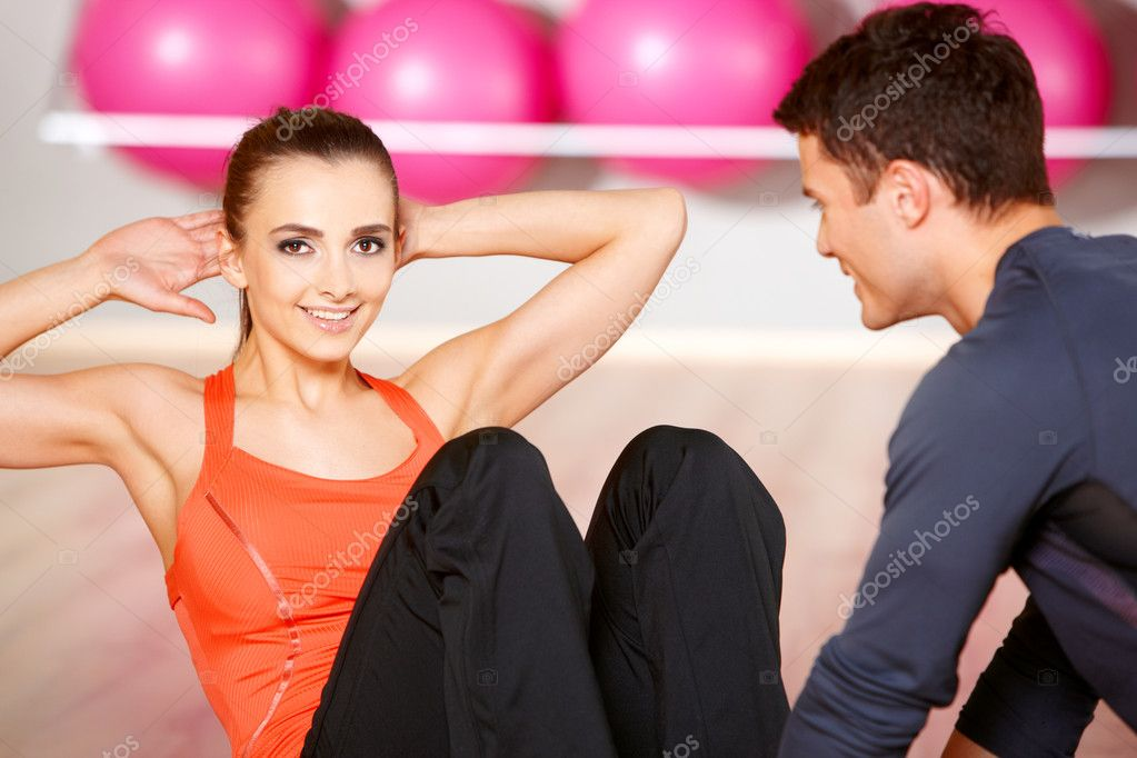Sporty couple exercising at the fitness gym — Stock Photo #5420335