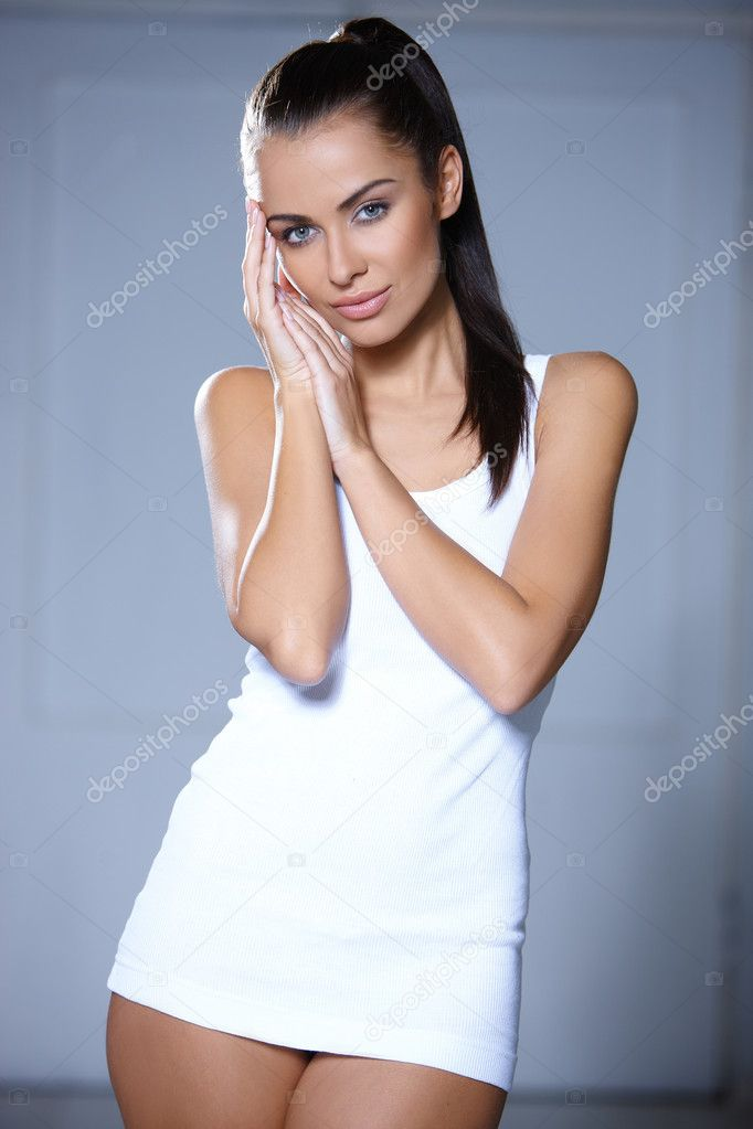 Beautiful young woman standing on grey background — Photo #5972521