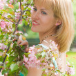 Portrait of a beautiful girl in apple tree flowers — Foto Stock