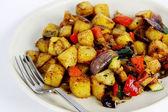 Средиземноморский вегетарианское блюдо с вилкой — Стоковое фото