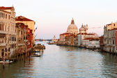 Grand canal and Basilica di Santa Maria della Salute in Venice. — Stock Photo