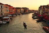 Alone gondola at sunset. Grand Canal in Venice — Stock Photo